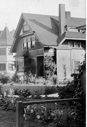 2044 Comox Street - detail from Residences - Comox Street - Library and Archives Canada - Online MIKAN no 3308694; http://collectionscanada.gc.ca/pam_archives/index.php?fuseaction=genitem.displayItem&lang=eng&rec_nbr=3308694