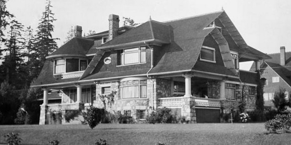 2033 Comox Street - William James Topley - Library and Archives Canada - PA-009552; http://data2.archives.ca/ap/a/a009552.jpg