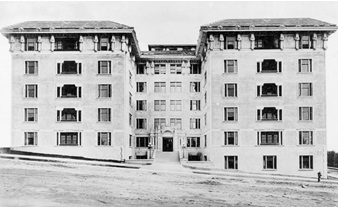 Kensington Apartments - Vancouver - 1386 Nicola Street - date 1913 - Library and Archives Canada - Online MIKAN no 3259566; http://data2.archives.ca/ap/a/a030065.jpg.