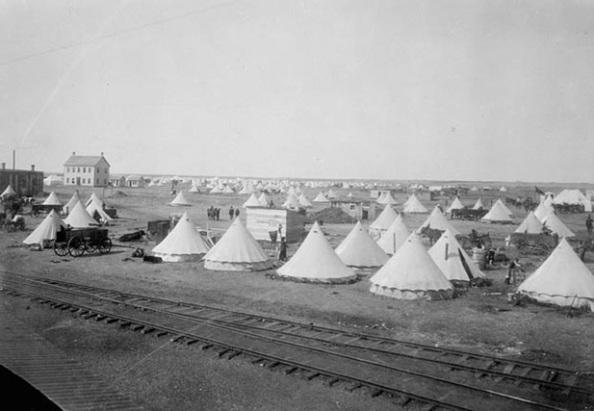 Barr colonist camp, Saskatoon Saskatchewan, April 1903, Steele & Co./Library and Archives Canada/C-14974, http://data2.archives.ca/ap/c/c014974.jpg