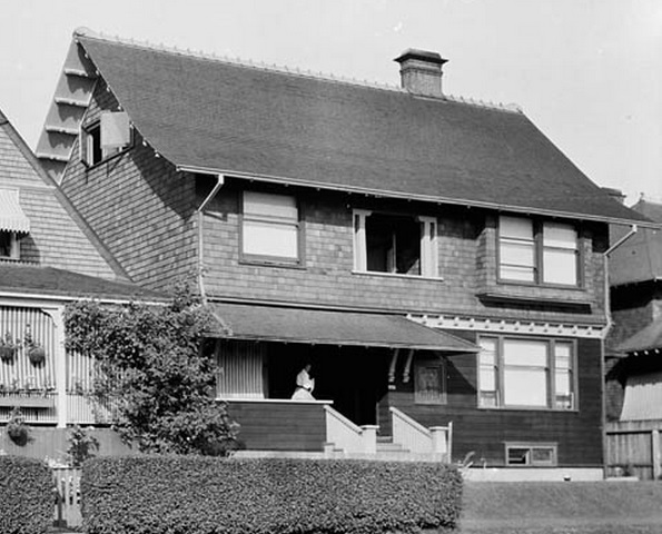 2055 Beach Avenue - William James Topley - Library and Archives Canada - PA-009549; http://data2.archives.ca/ap/a/a009549.jpg;pv6e5da6b2dcc17da7