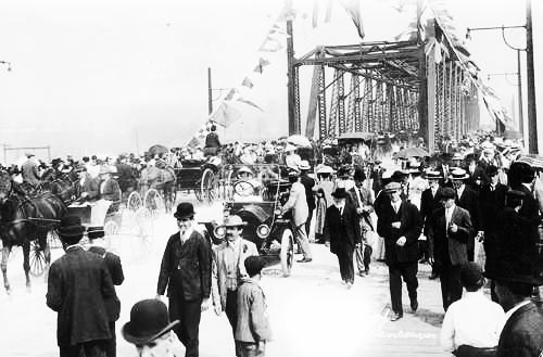 Opening of Granville Street bridge, September 6, 1909, http://knowbc.com/var/knowbc/storage/images/books/encyclopedia-of-bc/v/vancouver/gallery/vanc2/34782-1-eng-GB/vanc2.jpg