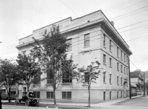Vancouver Women's Building - 752 Thurlow Street - Vancouver City Archives, Bu N292;  http://searcharchives.vancouver.ca/vancouver-womens-building-at-robson-and-thurlow-streets.