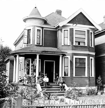 1954 Georgia Street - Downing Residence - 1901 - Vancouver Public Library - VPL Accession Number 2516; http://www3.vpl.ca/spePhotos/LeonardFrankCollection/02DisplayJPGs/1103/2516.jpg