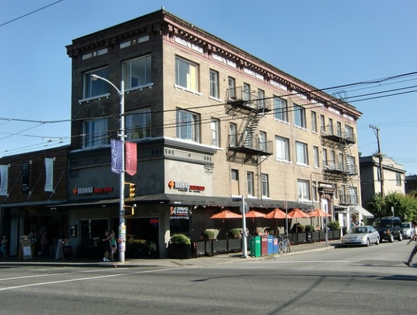 Roslyn Court – 1912, 2020 Vine Street, Vancouver, BC, https://www.flickr.com/photos/bobkh/4842368849/in/set-72157594340709228