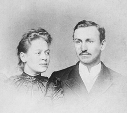 Agnes and George Hobson; https://sites.google.com/site/barrsusan/photoalbum-georgeandagnes