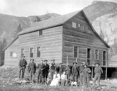 Hedley Hotel, about 1901, British Columbia Archives, G-00192; http://search.bcarchives.gov.bc.ca/hedley-hotel.