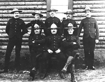 "N.W.M.P. Officers of ""B"" Division; 1900; Dawson City, Yukon Territory; http://www.virtualmuseum.ca/sgc-cms/expositions-exhibitions/gendarmes-mounties/includes/imgWindow.php?id=484&lang=en"