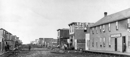 Brandon, Manitoba, Street Scene - Rosser Avenue in 1883; http://heritagebrandon.ca/images/galleries/earlyHistory/StreetScene1883.jpg.
