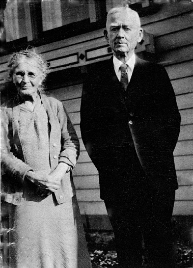 Lauchlin and Margaret (Maggie) Gilchrist in later years - courtesy of Stephen Bates