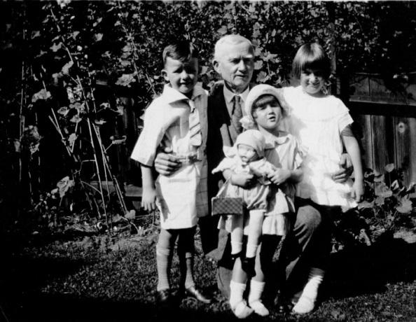 Lauchlin Gilchrist with children - courtesy of Stephen Bates