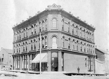 Masonic Temple (Springer-Van Braemer Building), 309 Cordova Street, 1888; Vancouver City Archives, Item : Bu P243.1; http://searcharchives.vancouver.ca/exterior-of-masonic-temple-springer-van-braemer-building-309-cordova-street.
