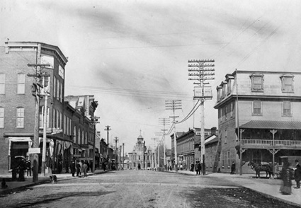 John Street, Arnprior, Ontario, about 1906; Reverend Woodhouse / Library and Archives Canada / C-003000; http://data2.archives.ca/ap/c/c003000.jpg.