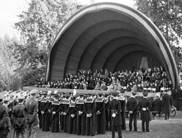 Memorial service for King George V at Malkin Bowl, January 28, 1936; Vancouver City Archives, CVA 371-47; http://searcharchives.vancouver.ca/memorial-service-for-king-george-v-at-malkin-bowl-2.
