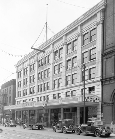 Lyric Theatre, Granville Street, July 24, 1935, Vancouver City Archives, Bu N439.3; http://searcharchives.vancouver.ca/lyric-theatre-granville-street.