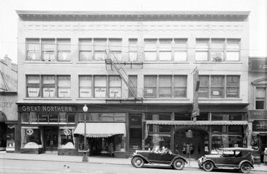 Bell Irving Block, 679 Granville Street, 1930s; Vancouver City Archives, Bu N523; http://searcharchives.vancouver.ca/bell-irving-building-at-679-granville-street.