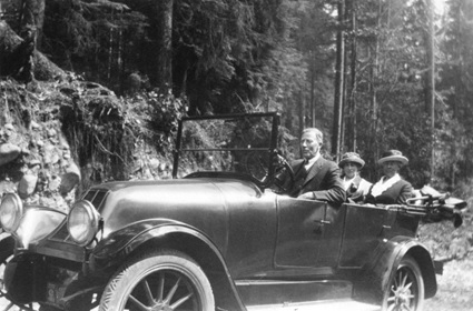 Captain and Mrs. Watts begin their road trip from Vancouver to Boston, 1922; Vancouver City Archives, Port P319; https://searcharchives.vancouver.ca/captain-and-mrs-watts-begin-their-road-trip-from-vancouver-to-boston.
