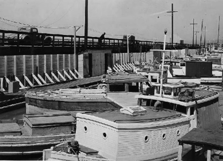 "Martinez Yacht Harbor, ""Fishing boats and pleasure craft in the new yacht harbor, constructed with PWA funds."" - National Archives and Records Administration, Neg. P-1265; https://livingnewdeal.org/projects/martinez-yacht-harbor-martinez-ca/."