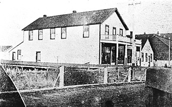 Port Guichon Hotel, (about 1900]); Delta Museum and Archives, Item No. 1980 52 81.