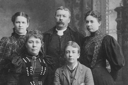 Sutherland family, about 1895, Hamilton, Ontario (ancestry.ca; linked to Edward Gordon Sutherland); rear: (L-R): Maud Sutherland Hemings, Canon R. G. Sutherland, Mary Sutherland Hillis; front (L-R) Jane Bennetts, Edward Sutherland.