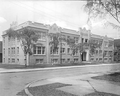 Chatelaine Apartments, late 1930s, Vancouver Public Library, VPL Accession Number 30123; https://www3.vpl.ca/spePhotos/LeonardFrankCollection/02DisplayJPGs/412/30123.jpg.