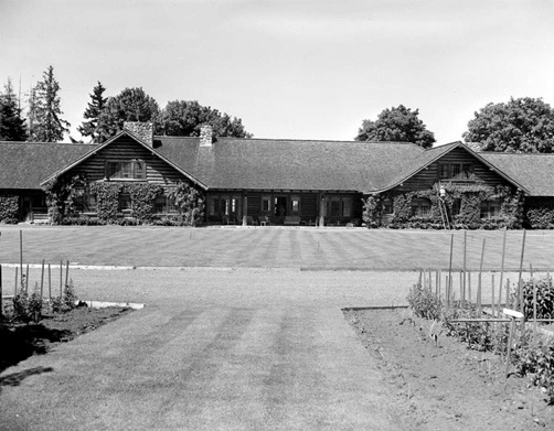 Eaglecrest Lodge; Qualicum, 1948, British Columbia Archives;  I-28382; http://search.bcarchives.gov.bc.ca/eaglecrest-lodge-qualicum-2.