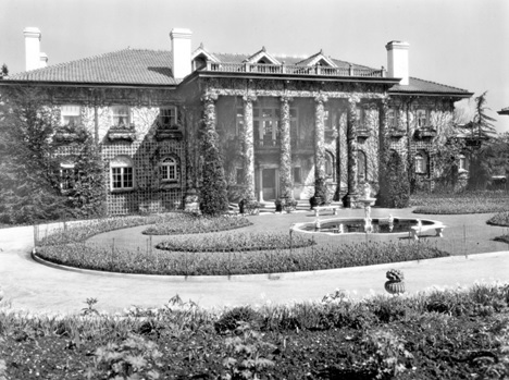 The front of Hycroft Mansion on 1489 MacRae Avenue, 1927, Vancouver City Archives; Bu P688; https://searcharchives.vancouver.ca/front-of-hycroft-mansion-on-1489-macrae-avenue.