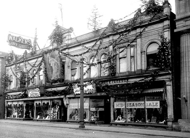 Victoria Block, Walker's Dry Goods, Fort William, Ontario, early 20th century; http://hotrodsandjalopies.blogspot.com/2017/02/need-for-preservationsome-favourites.html.