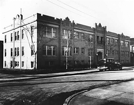 Chatelaine Apartments, 905 Chilco Street, April 1, 1931; Vancouver Public Library, VPL Accession Number 4651; https://www3.vpl.ca/spePhotos/LeonardFrankCollection/02DisplayJPGs/1/4651.jpg.