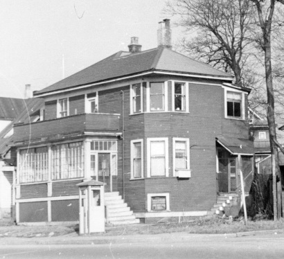 1801 Beach Avenue [later re-numbered], April 1957; detail from Residences at the corner of Beach Avenue and Burnaby Street; Vancouver City Archives; Bu P508.108; https://searcharchives.vancouver.ca/residences-at-corner-of-beach-avenue-and-burnaby-street.