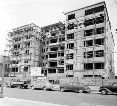 Beach Town House apartment building under construction [cropped], April 2, 1950; Vancouver Public Library, VPL Accession Number 81222A; https://www3.vpl.ca/spePhotos/LeonardFrankCollection/02DisplayJPGs/983/81222A.jpg.