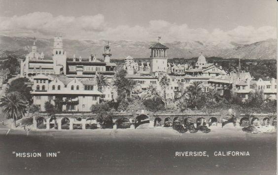 Mission Inn - Riverside - California - postcard